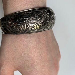Jewelry - Vintage embossed silver bracelet